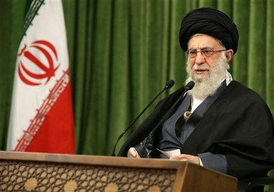 قائد الثورة الاسلامیة: الغرب یکذب ویرید سلب مقومات القوة من إیران