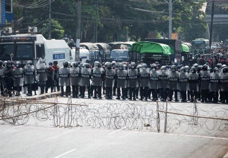 Myanmar Police Fire Stun Grenades As SE Asian Ministers Aim for Talks
