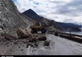 انسداد محور هراز به دلیل ریزش کوه