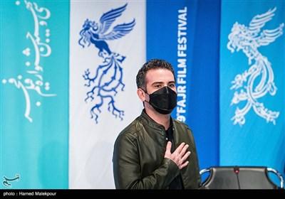 هوتن شکیبا بازیگر در نشست خبری فیلم تی تی - سی و نهمین جشنواره فیلم فجر
