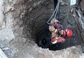 نجات معجزهآسای کارگر مدفون شده از زیر خاک + تصاویر
