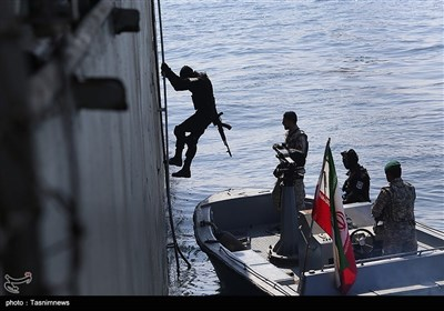 Iranian, Russian Naval Forces Exercise Operation to Free Hijacked Ship
