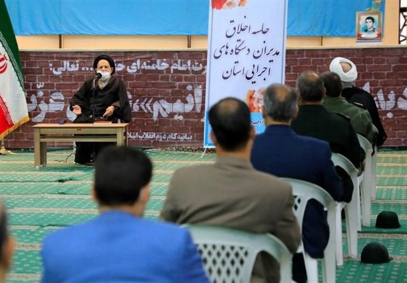 امام جمعه بیرجند: گول عناوین رئیس و مدیرکل را نخورید