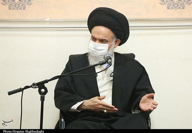 آیتالله حسینی بوشهری: دشمن بهدنبال ایجاد فاصله بین مردم و انقلاب اسلامی است