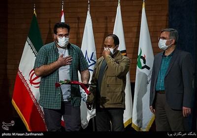 تقدیر از وحید احمدی عکاس خبرگزاری تسنیم رتبه دوم بخش عکس با موضوع کمک های مؤمنانه