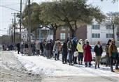 آمریکا/ صفهای طولانی برای دریافت آب و غذا در تگزاس +تصاویر