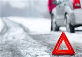 کولاک و برف جادههای استان مرکزی را فراگرفت