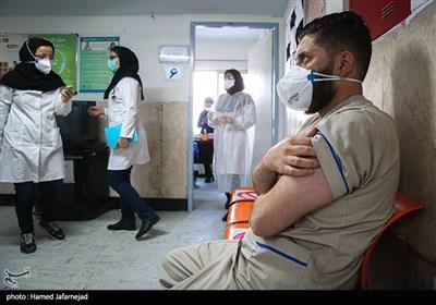 واکسیناسیون کادر درمان و مدافعان سلامت بیمارستان رسول اکرم(ص)علیه ویروس کرونا کووید ۱۹