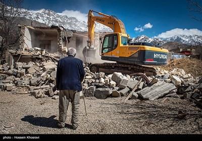 امداد رسانی به زلزله زدگان شهر سی سخت