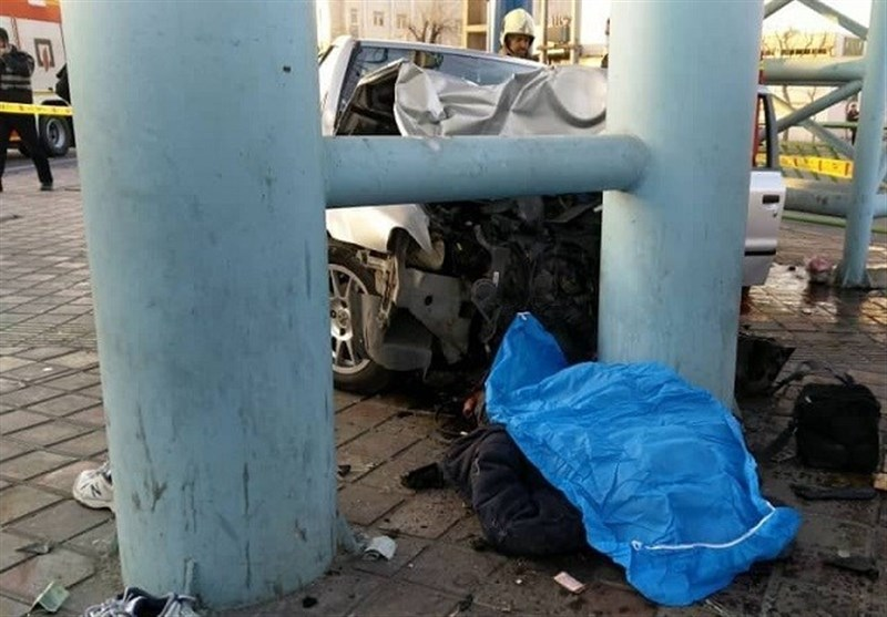 تصادف مرگبار سمند با 2 عابر پیاده در جاده خاوران + تصاویر