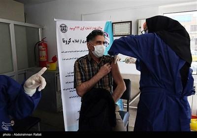مرحله دوم تزریق واکسن کرونا به کادر درمانی - همدان