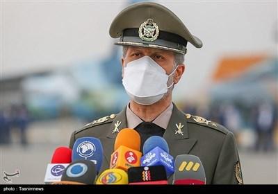 الجیش الإیرانی یتسلم عشرات المقاتلات والمروحیات