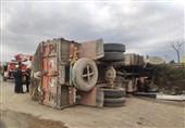 واژگونی کامیون در بزرگراه آزادگان + تصاویر