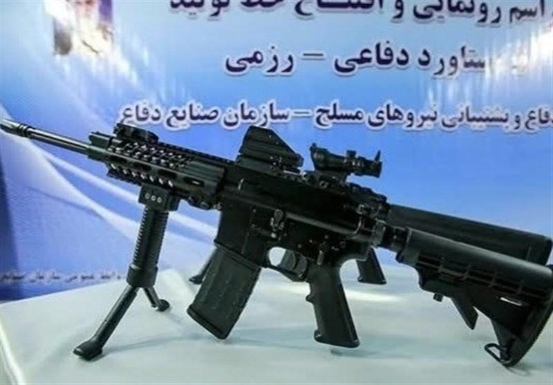 """وزیر الدفاع الإیرانی یزیح الستار عن نسخة جدیدة من سلاح """"مصاف"""""""