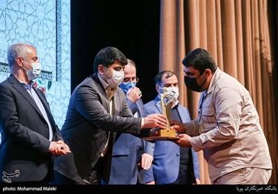 آیین اعطای تندیس ملی فداکاری به دانشجویان ایرانی