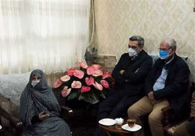 تجلیل سخنگوی دولت از مقام شهدا با حضور در منزل شهیدان خالقیپور