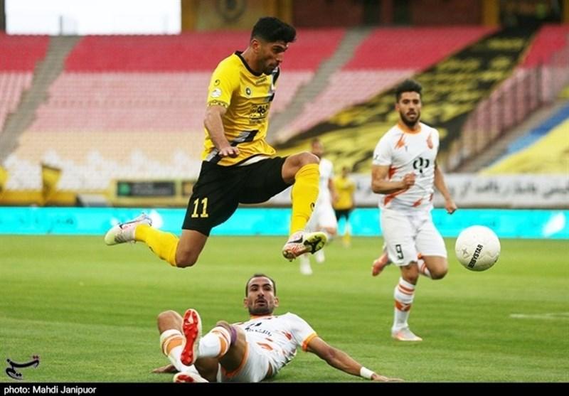 گرامیداشت شهید صیاد شیرازی در نقشجهان/ پارچهنوشته کانون هواداران سپاهان و کنایه به تیمهای آسیایی
