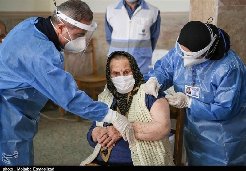 200 نفر از سالمندان مراکز نگهداری شبانهروزی در استان مرکزی واکسینه شدند