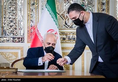 امضای سند تفاهم 25 ساله ایران و چین توسط محمدجواد ظریف وزیر امور خارجه