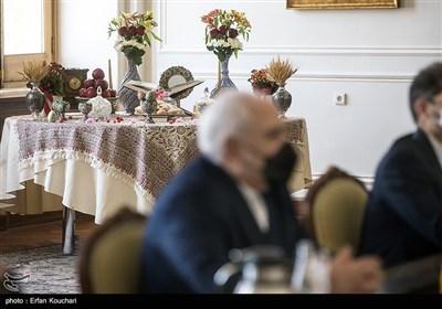 تزئین اتاق دیدار وزرای ایران و چین به وسیله سفره هفت سین به مناسبت فرا رسیدن عید نوروز