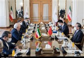 Zarif Lauds China as Iran's Friend in Difficult Times