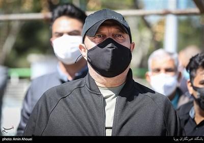 مسعود روشن پژوه در مراسم تشییع و خاکسپاری مرحومه آزاده نامداری