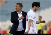 اقبالی: باید نگران باشیم و دلمان را به پیروزی 3 گله خوش نکنیم/ مگر تیم ملی صاحب ندارد که سرمربیاش از اتوبوس جا میماند؟