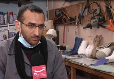 غزة.. شاب یؤسس ورشة متواضعة لإنتاج الأطراف الصناعیة باتت مقصداً لمئات المصابین