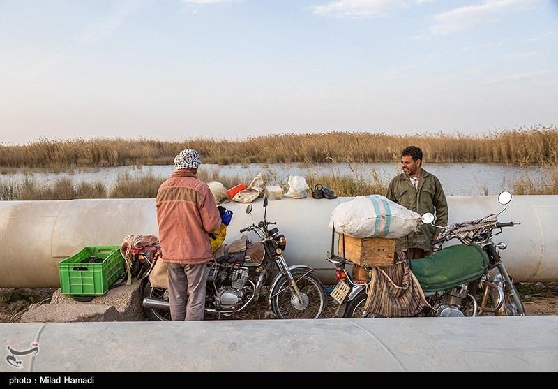 ماهیگیری در حاشیه جاده شادگان - اهواز