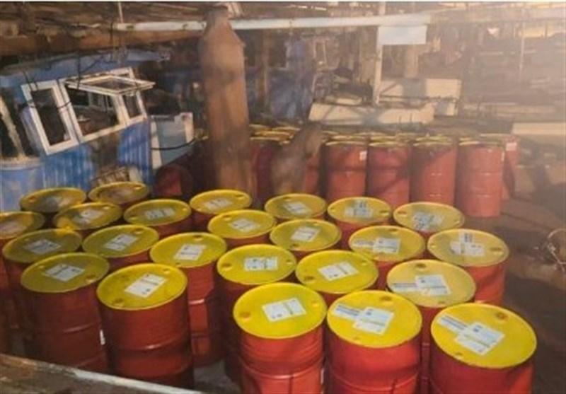 شناور و کامیون حامل فرآوردههای نفتی قاچاق در اسکله بوشهر توقیف شد