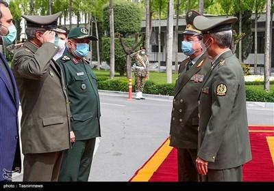 وزیر الدفاع الإیرانی یستقبل نظیره الطاجیکی