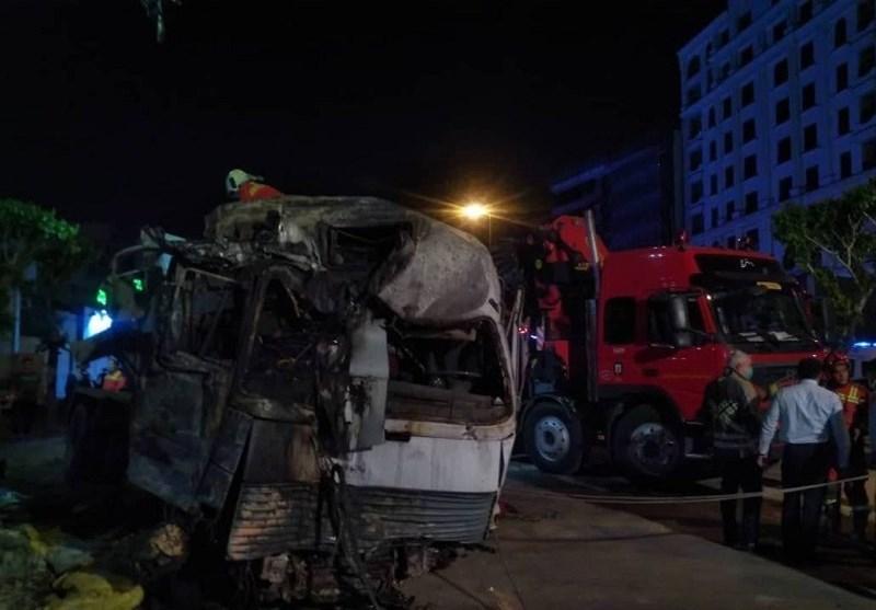 آتشسوزی خودروی حامل بتن پس از تصادف شدید با یک ساختمان و چند خودرو + فیلم و تصاویر