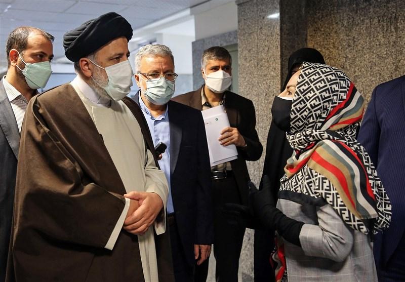 کارگشایی رئیس قوه قضائیه از مشلات مردم در بازدیدی سرزده / پیگیری رئیسی برای رسیدن یک مادر به فرزندش + فیلم