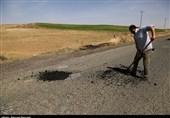 """وضعیت نامطلوب جاده و محورهای مواصلاتی شرق کردستان؛ آسفالت بدون زیرسازی برای پُر کردن چاله های """"مالوجه""""+ تصاویر"""