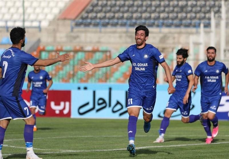 لیگ برتر فوتبال  برتری یک نیمهای گلگهر با گلی جنجالی/ سپاهان و نفت با تساوی به رختکن رفتند