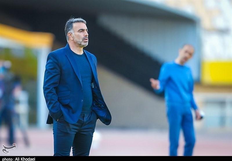فکری: مربی تیم ملی میتواند نیمنگاهی به بازیکنان نفت داشته باشد/ میتوانستیم بیش از یک گل به مس بزنیم