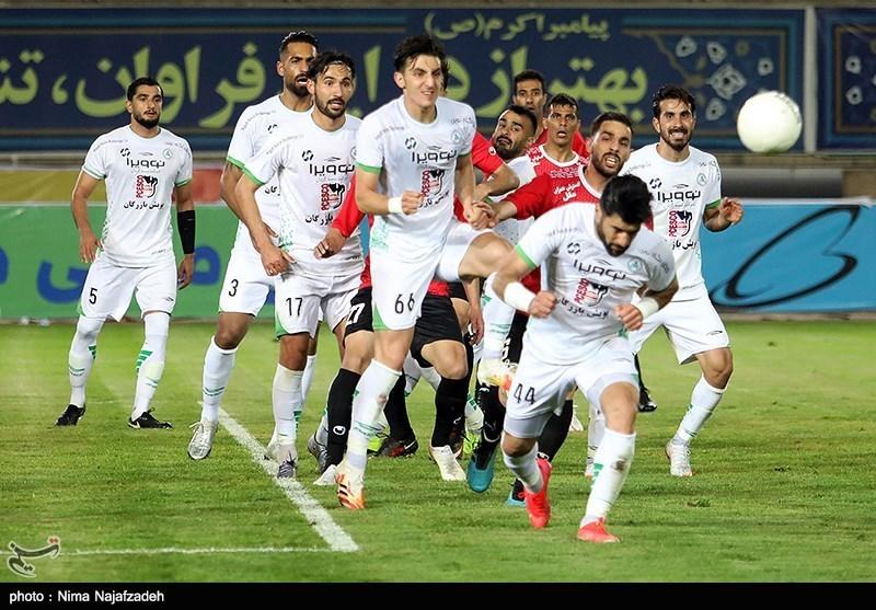 دیدار تیم های فوتبال پدیده مشهد و ذوب آهن اصفهان