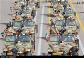 ارتش جمهوری اسلامی در استان بوشهر توان خود را در قالب رژه خودرویی به نمایش گذاشت