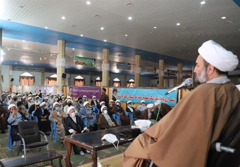 امام جمعه زاهدان: معلمی جلوهای از عشق و عبادت است