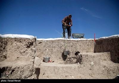 کاوشهای باستانی در قباق تپه کرمانشاه؛ سنگ نگاره «آشوریان» کشف شد + تصاویر