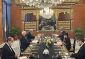 ظریف یجری مباحثات مع وزیرة الخارجیة الإندونیسیة فی جاکرتا