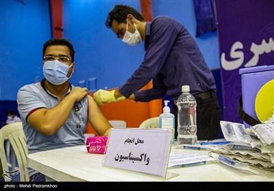 آغاز واکسیناسیون 19 هزار پرسنل بهداشت و درمان دانشگاه علوم پزشکی اهواز