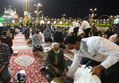 خوان رحمت امام رئوف در ماه رمضان / «افطاری ساده» در جوار امام هشتم(ع) ویژه زائران + تصاویر
