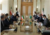 Iranian FM Hails Opening of New Border Crossing with Pakistan