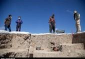 """ردپای تاریخ چند هزار ساله در کاوشهای باستان شناسی """"قباق تپه"""" / ماجرای کشف سنگ یادمان شاه آشور چه بود؟ + فیلم"""