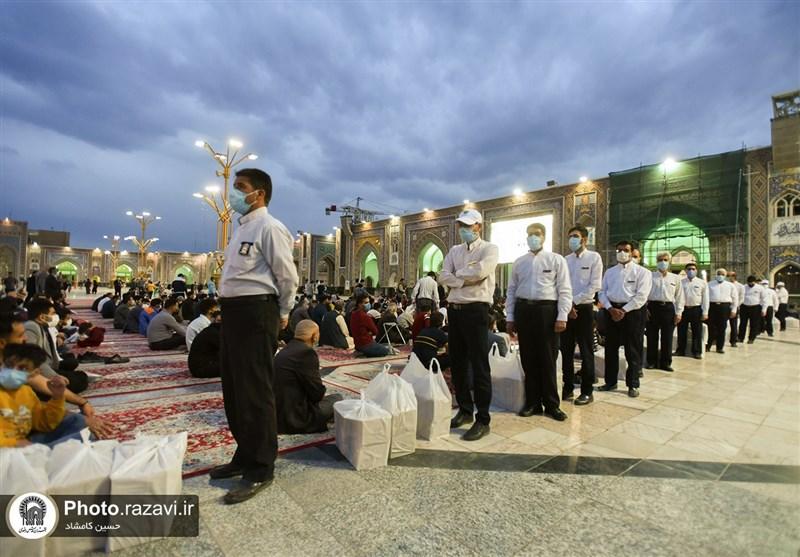 تغییر در توزیع بستههای افطاری حرم رضوی/ افطاری در محلات و حاشیه شهر مشهد پخش میشود