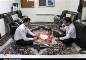 لحظه افطار در پایگاه اورژانس باهنر کرمان به روایت تصویر