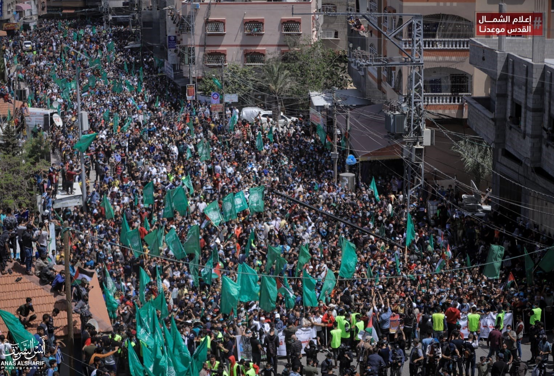 برگزاری تظاهرات گسترده در مناطق مختلف غزه در مخالفت با تصمیم «ابومازن» در تعویق انتخابات+تصاویر