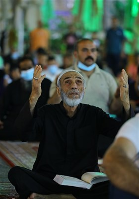 Iraqis Mark First Night of Destiny in Holy Cities
