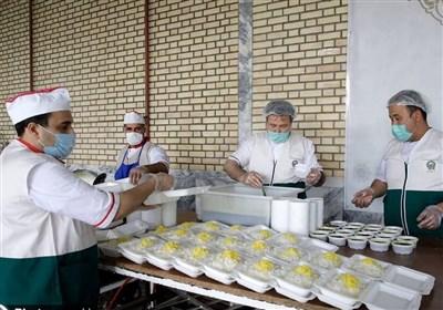 طبخ و توزیع 220 هزار غذای عیدانه متبرک رضوی در مشهد مقدس و استان خوزستان توسط آستان قدس + فیلم